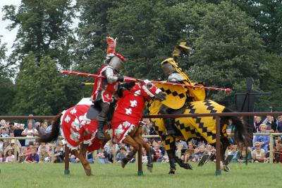 MEDIEVAL JOUSTINGKnights In The Middle Ages Jousting